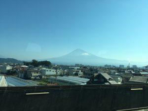 新幹線から見る富士山